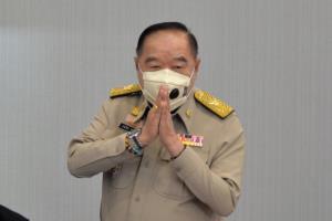 """""""บิ๊กป้อม"""" ฉุนถูกถามปมภูมิใจไทยหนุนยุบสภาหลังแก้ รธน. แจง ตร.จับแกนนำตามกฎหมาย"""
