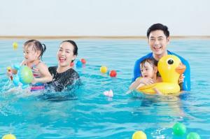 เบบี๋คนดัง&เซเล็บ กดไลค์  Baby Swimming (เบบี้ สวิมมิ่ง)  โรงเรียนสอนว่ายน้ำเด็กและทารกมาตรฐาน ISO ยุค New Normal