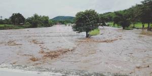 น้ำป่ามาแล้ว! ทะลักท่วมบ้านชาวเมืองปาน กำนัน-ผญบ.สั่งคนพื้นที่เสี่ยงอพยพหนีตั้งแต่ตี 5