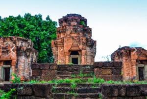 ปราสาทหนองหงส์ที่ชาวโนนดินแดงถือเป็นสถานที่ศักดิ์สิทธิ์ (ภาพ : thailandtourismdirectory.go.th/)