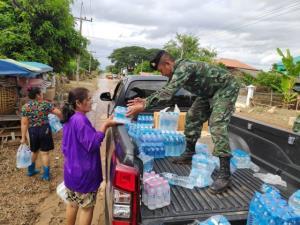 รัฐ-เอกชน-พระสงฆ์ระดมช่วยฟื้นฟูเวียงสา เหยื่อน้ำท่วมยังขาดแคลนทั้งน้ำ-อาหาร-เสื้อผ้า-อุปกรณ์การเรียน