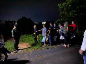 """""""เชียงราย"""" คุมเข้ม 4 อำเภอสกัดต่างด้าวหลังโควิดระบาดพม่าซ้ำ พบคนตกค้างคิงส์โรมันจ่อเข้าไทยนับหมื่น"""