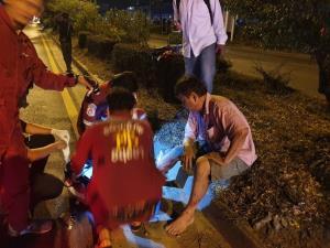 หวิดสลด! หนุ่มใหญ่ขับเก๋งเสียหลักพุ่งชนเกาะกลางถนนโรจนะ บางปะอิน ไฟลุกท่วมทั้งคัน