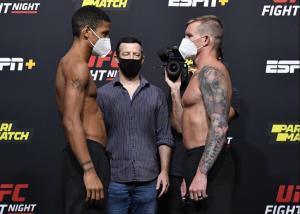 """ไม่ต้องเลื่อน! UFC เปลี่ยนตัวคู่ชก """"FIGHT NIGHT 1"""" หลังพบนักมวยติดโควิด-19"""