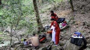 ทำเอาวุ่น! ชาวบ้านหนองรี ชลบุรี แจ้ง ตร.รวบตัวสาวป่วยจิตเวชแก้ผ้าใกล้วัดป่าอัมพวัน