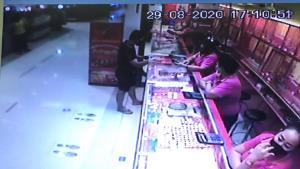รวบแล้ว! ชายสวมหน้ากากอนามัยชิงทองในห้างโลตัสนครชัยศรี สารภาพตกงาน-ติดพนันออนไลน์