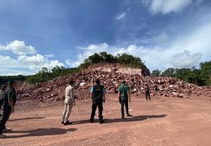 ข่าวรั่ว! ชุดเฉพาะกิจป่าไม้คว้าน้ำเหลว หลังเข้าตรวจสอบการลักลอบขุดหินเขาอู่ทอง จ.ระยอง