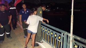 หวิดดับ! หนุ่มเครียดตกงานโดดสะพานพระราม 4 ต่อหน้าแฟนสาว