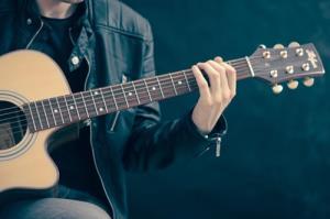 มองความสุขผ่านชีวิตด้วยดนตรี/ดร.สรวงมณฑ์ สิทธิสมาน
