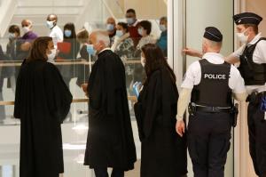 """In Clip:  14 ผู้ต้องหาสมรู้ร่วมคิดก่อการร้าย """"ชาร์ลี เอ็บโด"""" ของฝรั่งเศสปี 2015 เริ่มถูกไต่สวนที่ศาลปารีสวันนี้"""