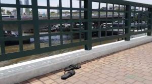 หนุ่มโดดสะพานลงเจ้าพระยา ทิ้งรองเท้าแตะไว้ให้ดูต่างหน้า