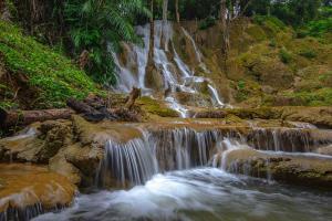 """""""น้ำตกไดช่องถ่อง"""" อลังการสายน้ำกลางผืนป่า อช.เขาแหลม เปิดให้เที่ยวแล้ว"""