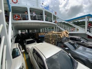 เร่งระบายรถยนต์เกือบ 5,000 คันออกจากเกาะช้าง หลังใกล้ครบกำหนดหยุดยาว 4 วัน