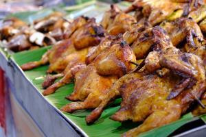 ศูนย์อาหารตะวันนา บางกะปิ รวมร้านอาหารอร่อยหลากสไตล์ ราคาประหยัดเริ่มต้นเพียง 35 บาท