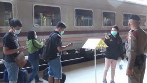 รถไฟอุบลฯ คนเต็มเกือบทุกขบวน แต่น้อยกว่าก่อนเกิดระบาดโควิด-19 เหตุ ศก.ยังย่ำแย่