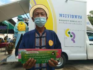 """ทรงพระเจริญ..""""ในหลวง"""" พระราชทานรถโมบายล์ ตรวจโควิดกลุ่มเสี่ยงทั้งไทย-พม่าถึงชายแดนแม่สอด"""