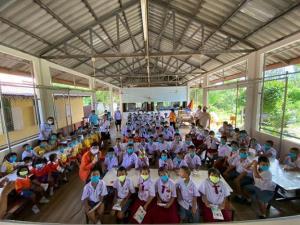 โครงการเด็กไทยสู้ภัยโควิดมอบหน้ากาก 31,250 ชิ้น ให้แก่นักเรียนติดชายแดนพม่า