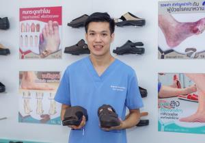 หมอสิทธิ์พงษ์ (หมอเฟริส) มีภักดี แพทย์ผู้เชี่ยวชาญด้านเท้าจากประเทศออสเตรเลีย