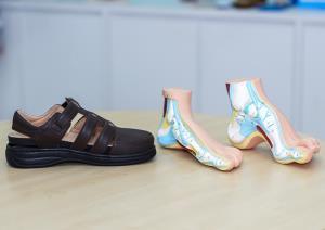 """เผยเคล็ดลับความสำเร็จ  """"TALON"""" รองเท้าเพื่อสุขภาพ  แบรนด์คนไทย ที่ต่อยอดธุรกิจมาจากโรงงาน OEM"""