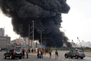 "In Clip: ไฟไหม้โกดังเก็บยางรถใน ""ท่าเรือเบรุต"" ที่เคยทำให้มีผู้เสียชีวิต 190 คน"