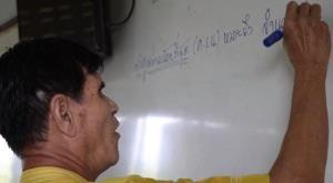 """""""คำว่าครูไม่ตายไปจากเรา"""" ครูเกษียณอาสาสอน เด็กได้ดีเกินเกณฑ์ระดับประเทศ!! [มีคลิป]"""