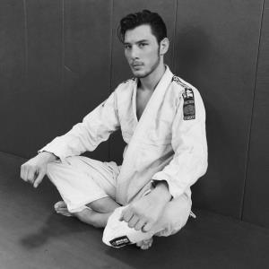 """ส่องหนุ่ม The Face Men """"โบรแกน สตอร์ตอิง"""" ในมาดนักกีฬา MMA ครั้งแรก"""