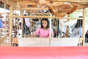ก.อุตฯ ชูเอกลักษณ์ประจำถิ่นผ้าแดนใต้ สร้างมูลค่าเพิ่ม สู่ตลาดต่างประเทศ