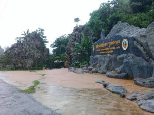 ฝนถล่มหนักชั่วโมงเดียว น้ำป่าดอยนางนอนทะลักท่วมถ้ำหลวง-แม่สาย