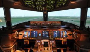 """ใครๆ ก็บินได้ ขอแค่มีเงินหมื่น การบินไทยลดราคาเปิดเข้าชม """"เครื่องฝึกบินจำลอง"""""""