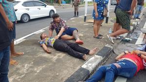 หนุ่มใหญ่ควบเก๋งเสียหลักชนเกาะกลางถนนพลิกคว่ำเจ็บ 3 ราย