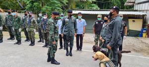 """""""บิ๊กหลอด"""" ผบ.พล.ร.9 ตรวจชายแดนประจวบฯ คุมเข้มสกัดพม่าหลบเข้าไทย"""