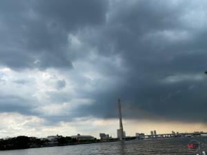 ฝนฟ้าคะนองทั่วไทย! เตือนตะวันออก-ใต้ฝนตกหนัก ระวังอันตรายคลื่นทะเลสูง กทม.โดนร้อยละ 40
