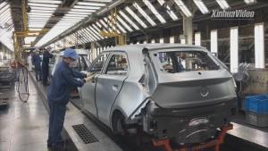 """(ชมคลิป) พาไปดูโรงงานจีนใช้แค่ """"76 วินาที"""" ประกอบรถยนต์เสร็จทั้งคัน"""