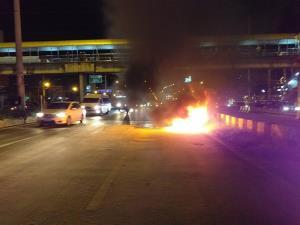 สาวขับเบนซ์จากกรุงเทพฯ มาปทุม จู่ๆ ไฟลุกห้องเครื่องเสียหายทั้งหมด