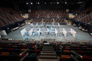 ศูนย์ตรวจโรคโควิด-19 ณ สนามกีฬาแห่งหนึ่ง ในเขตบริหารพิเศษฮ่องกงของจีน ภาพเมื่อวันที่ 1 ก.ย. 2020--แฟ้มภาพซินหัว :