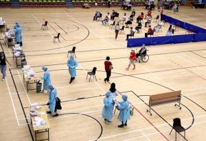 ศูนย์ตรวจโรคโควิด-19 ณ สนามกีฬาแห่งหนึ่ง ในเขตบริหารพิเศษฮ่องกงของจีน เมื่อวันที่ 4 ก.ย. 2020--แฟ้มภาพซินหัว
