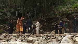 ชาวบ้านนำ จนท.บุกตรวจสอบพระยึดถ้ำกลางป่าสงวนฯ แม่เมาะ โดนด่ากราดยันบรรพบุรุษแถมท้าให้จับซ้ำ