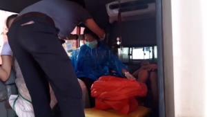 คอหวยห้ามพลาด! กู้ชีพ อบต.บ่อสลีทำคลอดสาวท้องแก่ปลอดภัยทั้งแม่ลูกบนรถระหว่างพาส่ง รพ.