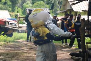 ผอ.รพ.สต.นำทีมลุยให้ความรู้ประชาชนชุมชนไทยเชื้อสายกะเหรี่ยง ป้องกันโควิด-19