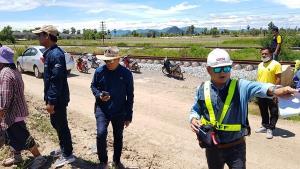 ชาวบ้านกว่า 200 คน เดือดร้อนหนัก โครงการรถไฟรางคู่ทำรั้วกันกลายเป็นที่ดินตาบอด