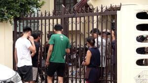 """ตำรวจค้นบ้านพัก """"ไผ่ ดาวดิน"""" ที่ขอนแก่น ยึด 17 ป้ายข้อความหมิ่นเหม่ก้าวล่วงสถาบันฯ"""