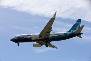 (ภาพจากแฟ้ม) เครื่องบินโบอิ้ง 737 แมกซ์ ร่อนลงจอภายหลังบินทดสอบที่สนามบินโบอิ้งฟิลด์ ในเมืองซีแอตเทิล รัฐวอชิงตัน สหรัฐฯ เมื่อวันที่ 29 มิ.ย. 2020