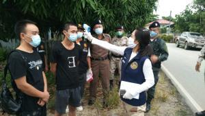 รวบอีก 2 หนุ่มจีนหนีโควิดระบาดพม่า เสี่ยงตายว่ายข้ามน้ำเมยเข้าไทยซุกป่าอ้อยแม่สอด