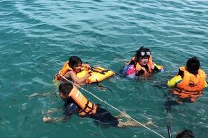 """เที่ยวสมุย...นั่งเรือไป """"เกาะมัดสุม"""" สัมผัสธรรมชาติสวยงาม ยิ้มแก้มปริกับความน่ารักของครอบครัวหมู"""