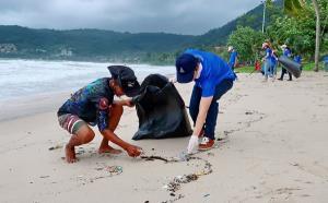 """""""จังซีลอน"""" เดินหน้าโครงการ """"SAVE THE SEA"""" เก็บขยะมรสุมชายหาด"""