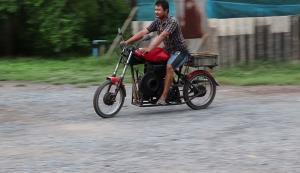 อย่างเท่!! มิติใหม่แห่งการขับขี่จักรยานยนต์ชอปเปอร์วางเครื่องรถไถนา