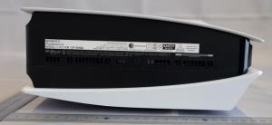 """วัดกันไปเลย! โซเชียล แชร์ขนาดไซส์ """"PS5"""" ใหญ่เกือบเท่าทีวี"""