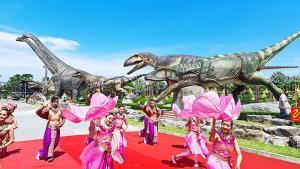 สวนนงนุชพัทยา เปิดตัว 6 ไดโนเสาร์กินเนื้อใหญ่สุดในโลกให้ประชาชน 9 จังหวัดเที่ยวฟรี
