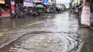 เชียงใหม่ฝนถล่ม 5 ชั่วโมงน้ำล้นคูเมืองท่วมถนน-จมบาดาลหลายจุด