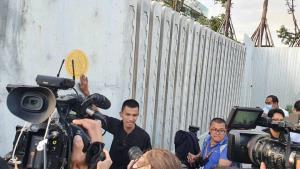 ม็อบแห่ชุมนุมหน้ารัฐสภา โชว์พ่นสีหมุดคณะราษฎรบนพื้นถนน-ประตู จี้แก้ รธน.